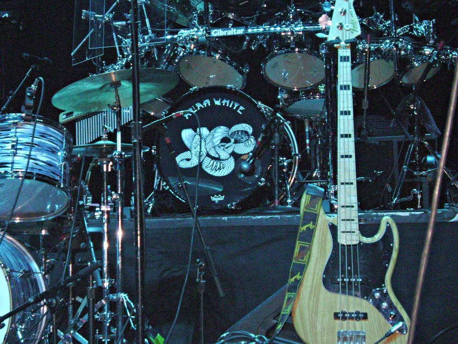 02 - Yes - Houston_TX - Pre-show Stage_Alan White_Drums and Chris Squire_(05 Aug 2014) - bass - photo by Gary Brown_picmonkeyed