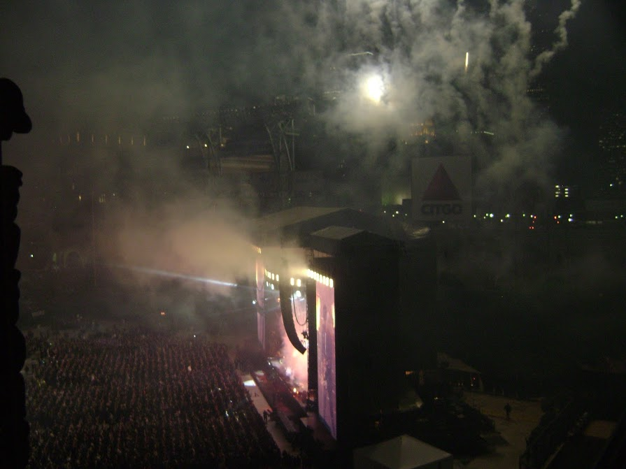 Paul McCartney - (14 Nov 2012) - Fireworks for Live And Let Die - 08